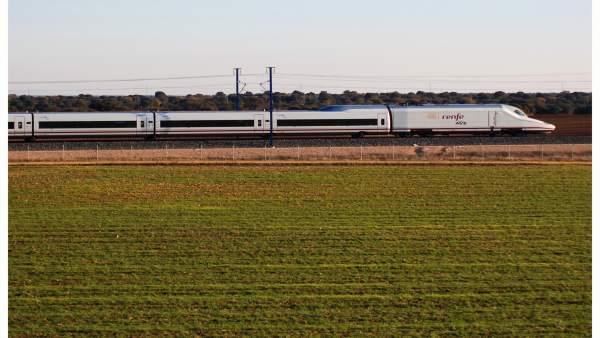 Critican el funcionamiento de la estación de Los Pedroches después de que un tren se saltara su parada Ver más en