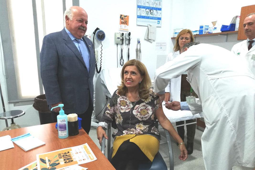 Más de 1.300 personas se vacunan de la gripe en el Valle de Los Pedroches en la primera semana de campaña