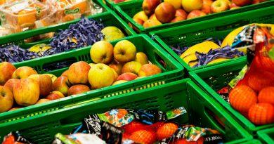 Facua, sindicatos y comercios rechazan abrir las tiendas de alimentación el Jueves y Viernes Santo