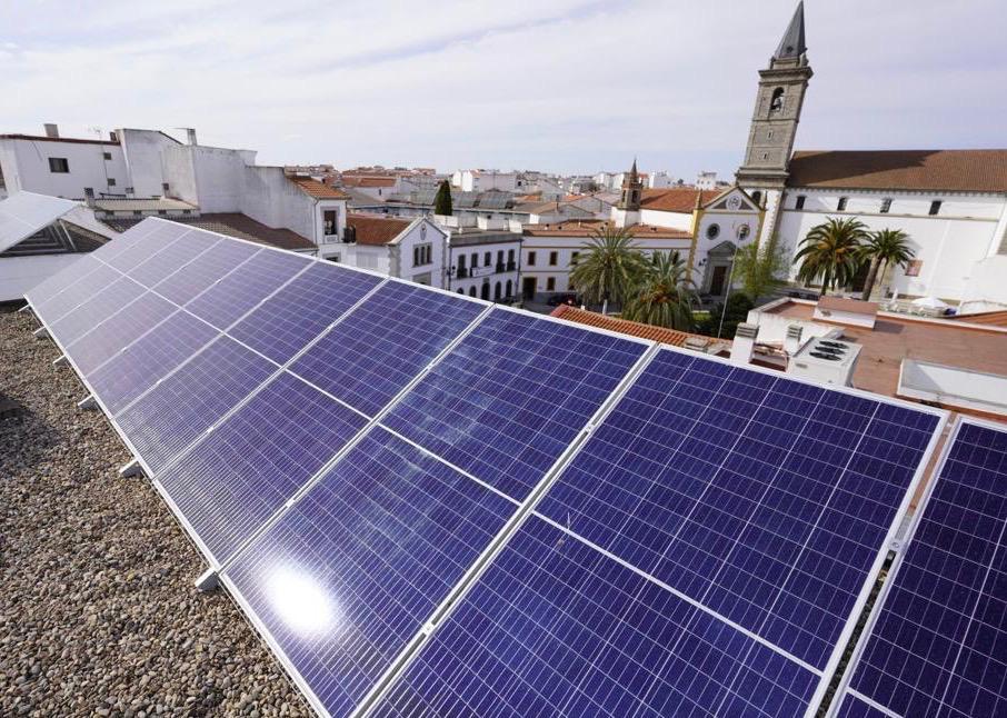El Ayuntamiento instala varias plantas fotovoltaicas en el Conservatorio de música de Pozoblanco