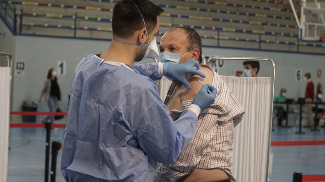 Andalucía abre la puerta a vacunar con Astrazeneca a los menores de 60 años que lo deseen