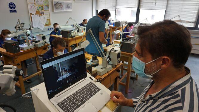 La Escuela de Joyería de Córdoba y Fundación Prode inician un proyecto de teleformación para personas con discapacidad